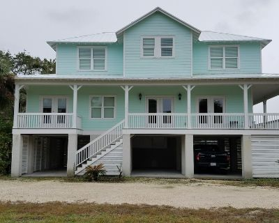 Beautiful remodeled 3 bedroom, 3 1/2 bath home three blocks from beach. - Savannah Beach
