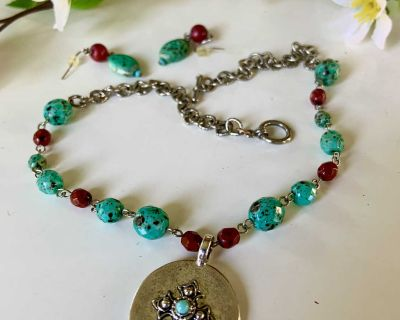 """($5 SALE) 17"""" Green & Red Turquoise Bead /Silver Medallion Necklace & Earring Set."""