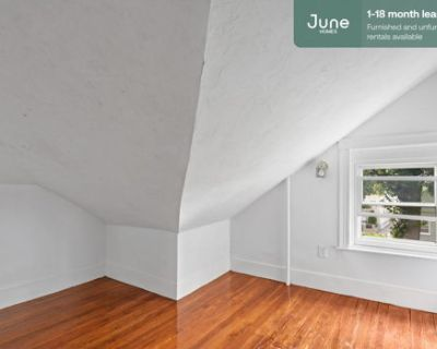 #539 Queen room in Allston 6-bed / 2.0-bath apartment