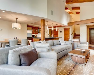 3 bedroom, plus den! Huge views, great locatoin, private entrance - Vail