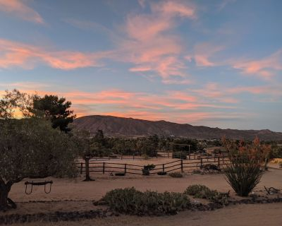 Relax and enjoy the views at Yucca View Retreat - Yucca Valley