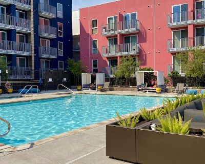 Spacious 2BR With Free Parking, Pool & Jacuzzi - Downtown Los Angeles
