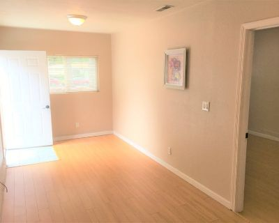 Private Entry 1Bd/1Ba - Include Utilities & Wifi