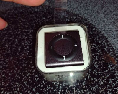 Ipod shuffle 2G brand new never used excellent condition smoke free home