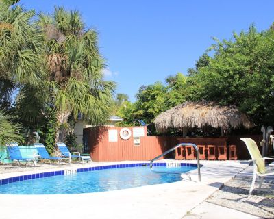 Tropical Garden Beach Cottages across from Siesta Key Beach Access 11 - Siesta Key