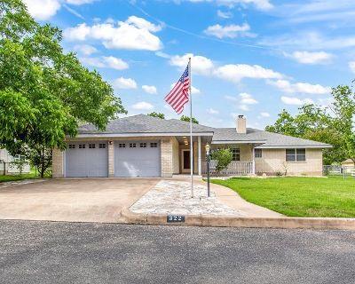 322 Nimitz St, Fredericksburg, TX 78624
