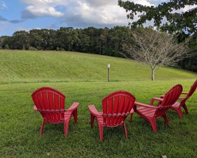 Relaxing 3/2 home situated on 10 rolling acres with mountain view! - Dahlonega