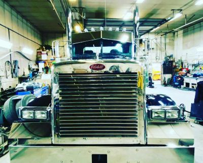 Peterbilt 379 and 389 bumpers
