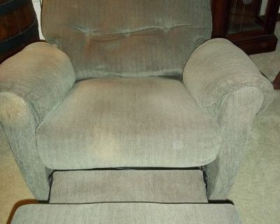 Recliner *EXCELLENT* Beautiful, Comfortable & Sturdy Classic Chair