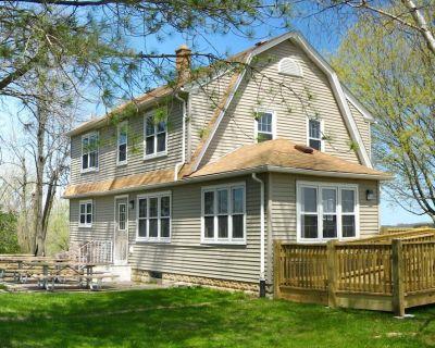 Beautifully restored lake house on the shores of Erler Lake. - Washington County