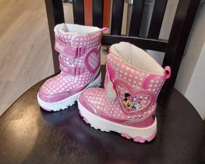 Size Toddler 8 snow boots
