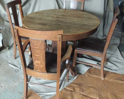 ROUND TABLE six chairs