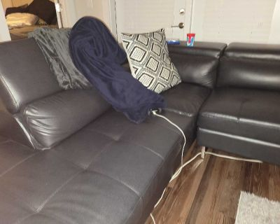 BLACK LEATHER MODERN SECTIONAL COUCH