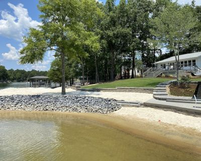 Private Beach + Boat - Stunning Lake Cottage Surrounded by Beaches and Water - Charlotte