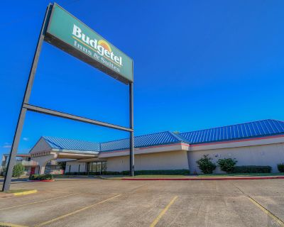 Hotel for Sale with Excellent I-20 Visibility