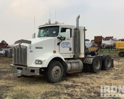 2000 Kenworth T/A Day Cab Truck Tractor