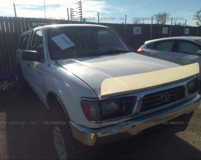 Salvage White 1995 Toyota Tacoma