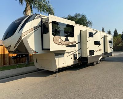 2017 Grand Design SOLITUDE 379FLS