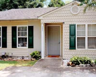 Pet friendly condo, completely remodled, BLOCKS from the Masters!!! - National Hills