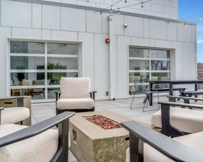 NEW Stunning 2 BDR Suite Gorgeous Rooftop Patio Elevator Gym Coffee - Southwest Center City