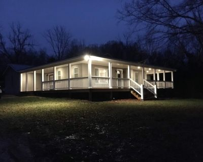 Newly Remodeled French Country Cottage on Horse Farm with RV/ Boat hookup - Lenoir City