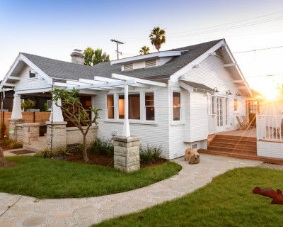Gorgeous craftsman house converted to art gallery with verdant landscaped yard and two patios tucked away on a Venice walkstreet, LOS ANGELES, CA