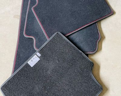Gulia QV OEM Floor Mats (Red Stitching)