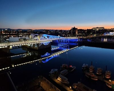 Gorgeous Waterfront Penthouse With Private Rooftop Patio - Downtown Victoria