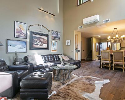 Luxury 4BR/4BTH Canyons/Park City. Walk to Carbriolet Lift! - Park City