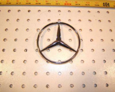 Mercedes W124/w201 300/400/320/420 E,d,c Rear Plastic Chrome 1 Star,2017580058