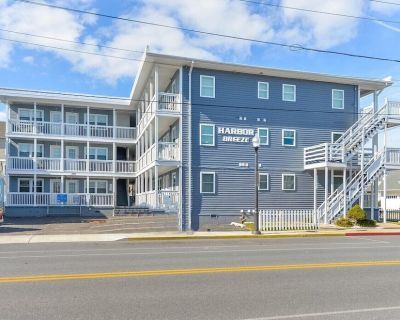 Downtown Condo w Pool! Only 3 blocks to the beach & Boardwalk! - Ocean City