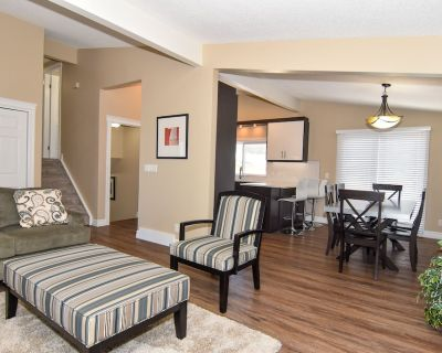 Minutes To Downtown-Walk to LRT, AC, Grill & Entertain In Private Yard w/Deck - Dalhousie