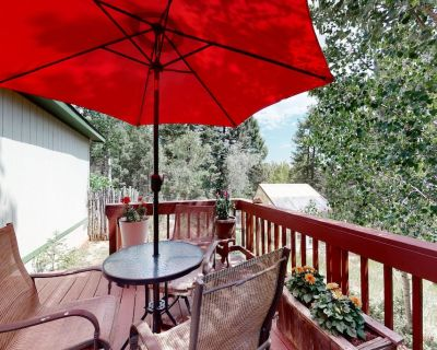 Dog-Friendly Mountain Getaway w/ a Private Hot Tub, Free WiFi, & Furnished Deck - Woodland Park