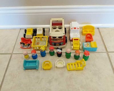 Vintage Little people collection