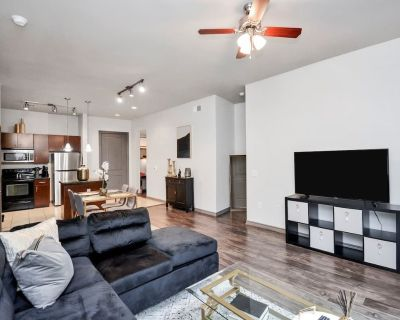 Lux Stay with Views & King Bed in Midtown! - Greenway Plaza-Upper Kirby