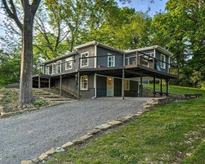 NEW! Stunning Lakeside House, 22 Mi to Nashville! - Mount Juliet