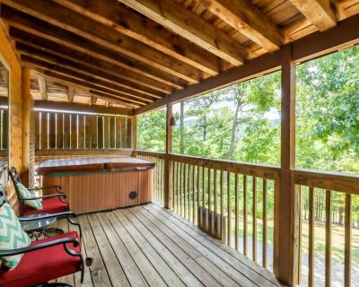 Cozy cabin close to town with a hot tub, and pool table - Pigeon Forge