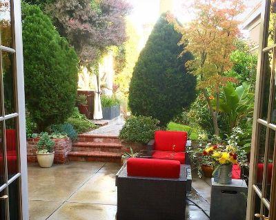 Luxury Oasis with Hot Tub & Gorgeous Garden- 'Beyond the Palm' - Eureka Valley