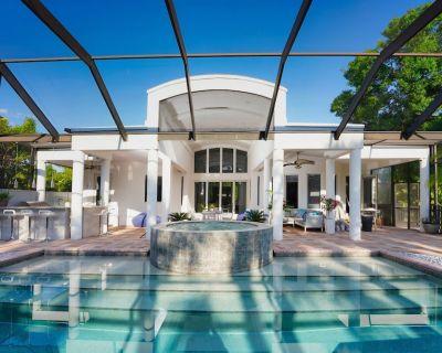 Luxury Villa 4 bed/ 3 bath on canal access to the Golf 40 min, beach 8 min away - Bonita Springs