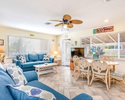 Oceanfront Home w/ Screened-in Porch, Only Steps From the Beach - Dog-friendly - Fort Myers Beach