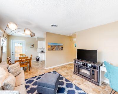 Snowbird-Friendly, Ground Floor Duplex with High-Speed WiFi and Central AC! - Largo