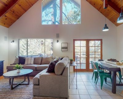 Dog-friendly, newly furnished home w/grill & wood fireplace - Pine Cove