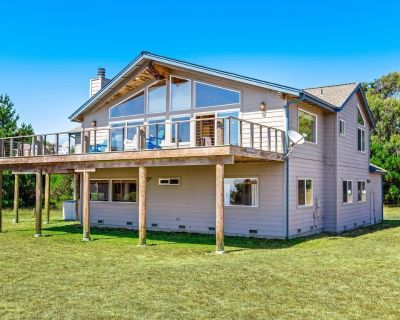 Charming Home with Private Hot Tub and Spectacular Ocean Views - Albion