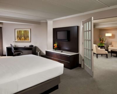 2-bedroom Suite at Hilton Albany by Suiteness - Downtown Albany