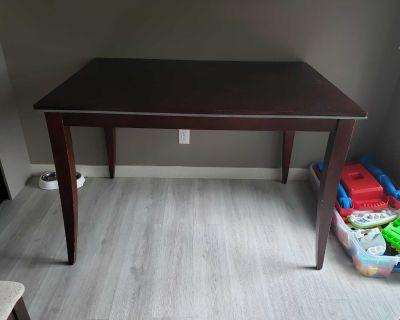 Very solid bar height dining table $25
