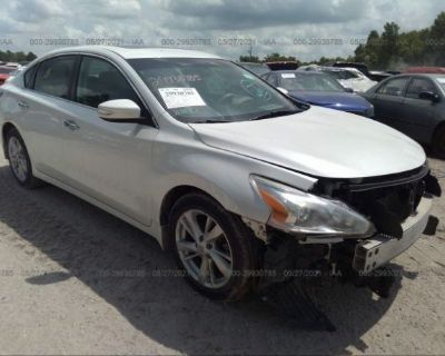 Salvage White 2014 Nissan Altima