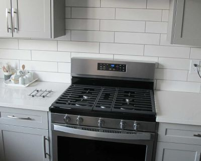 NEW...NEVER USED Whirlpool Stainless Steel Freestanding Gas Convection Range (5.0 Cu. Ft.) - WFG550S0HZ purchase price was $1350 asking