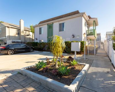 One Bedroom in Gated Community, FREE Laundry, & Parking!