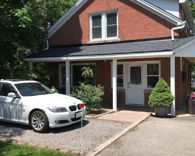Private Coachhouse + Hot Tub in the heart of Niagara - Port Weller West