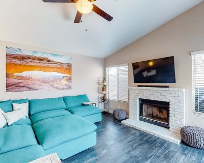 Stylish Family-Friendly Retreat W/ Gas Grill, Full Kitchen, & Ping-Pong! - The Islands